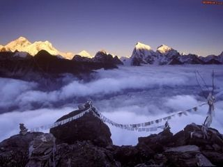 Normal_Prayer_Flags_on_Everest,_Nepal_-_1600x1200_-_ID_